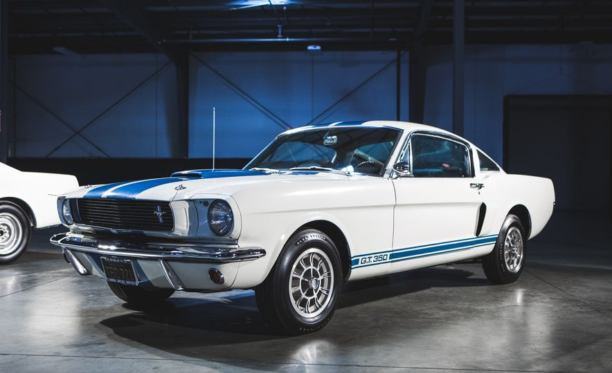 Ford Mustang Shelby GT350s and GT500s Gather to Welcome the New GT350 - Slide 5