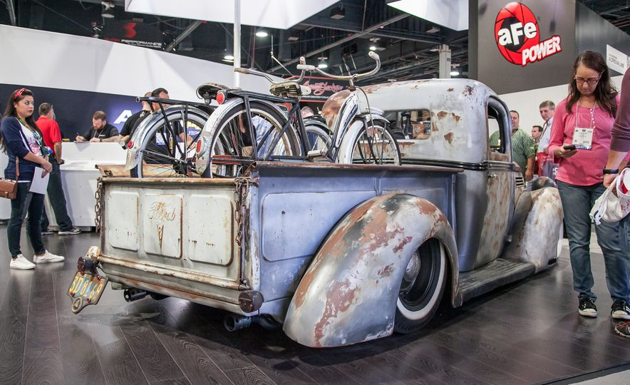 What It's Like to Attend the Insane, Awesome, and Closed-to-the-Public SEMA Show in 35 Photos - Slide 11