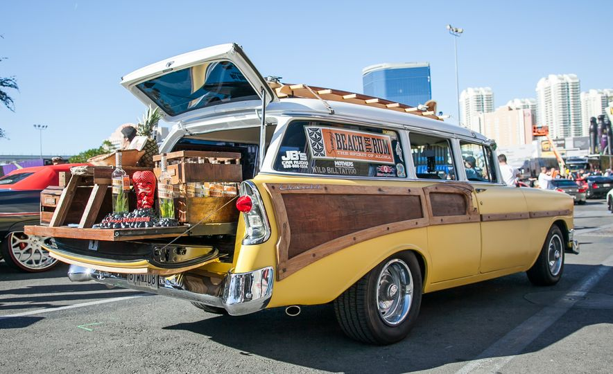 What It's Like to Attend the Insane, Awesome, and Closed-to-the-Public SEMA Show in 35 Photos - Slide 13
