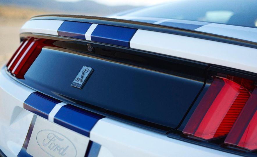 2016 Ford Mustang GT350 - Slide 6