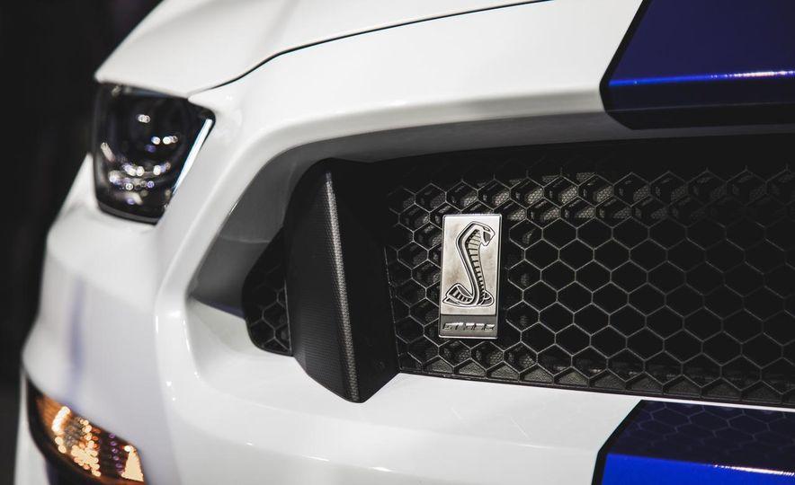 2016 Ford Mustang GT350 - Slide 17