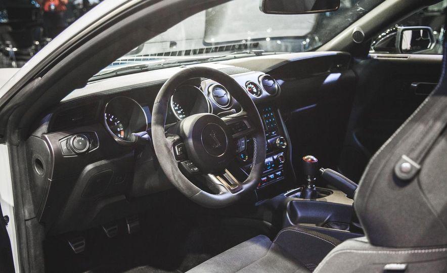 2016 Ford Mustang GT350 - Slide 10