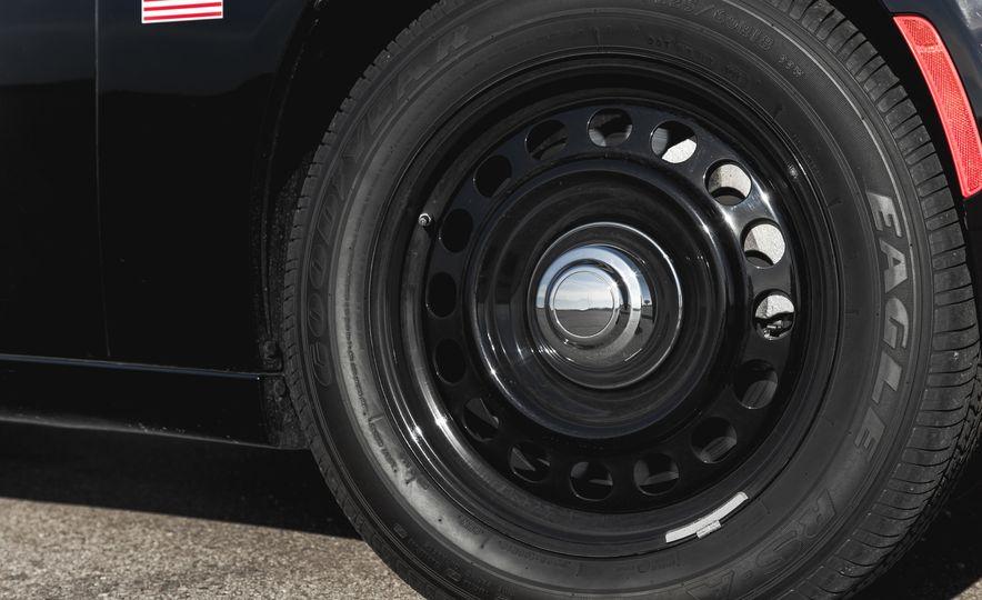 2015 Dodge Charger Pursuit AWD - Slide 13