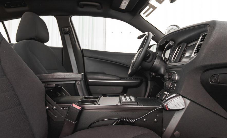 2015 Dodge Charger Pursuit AWD - Slide 18