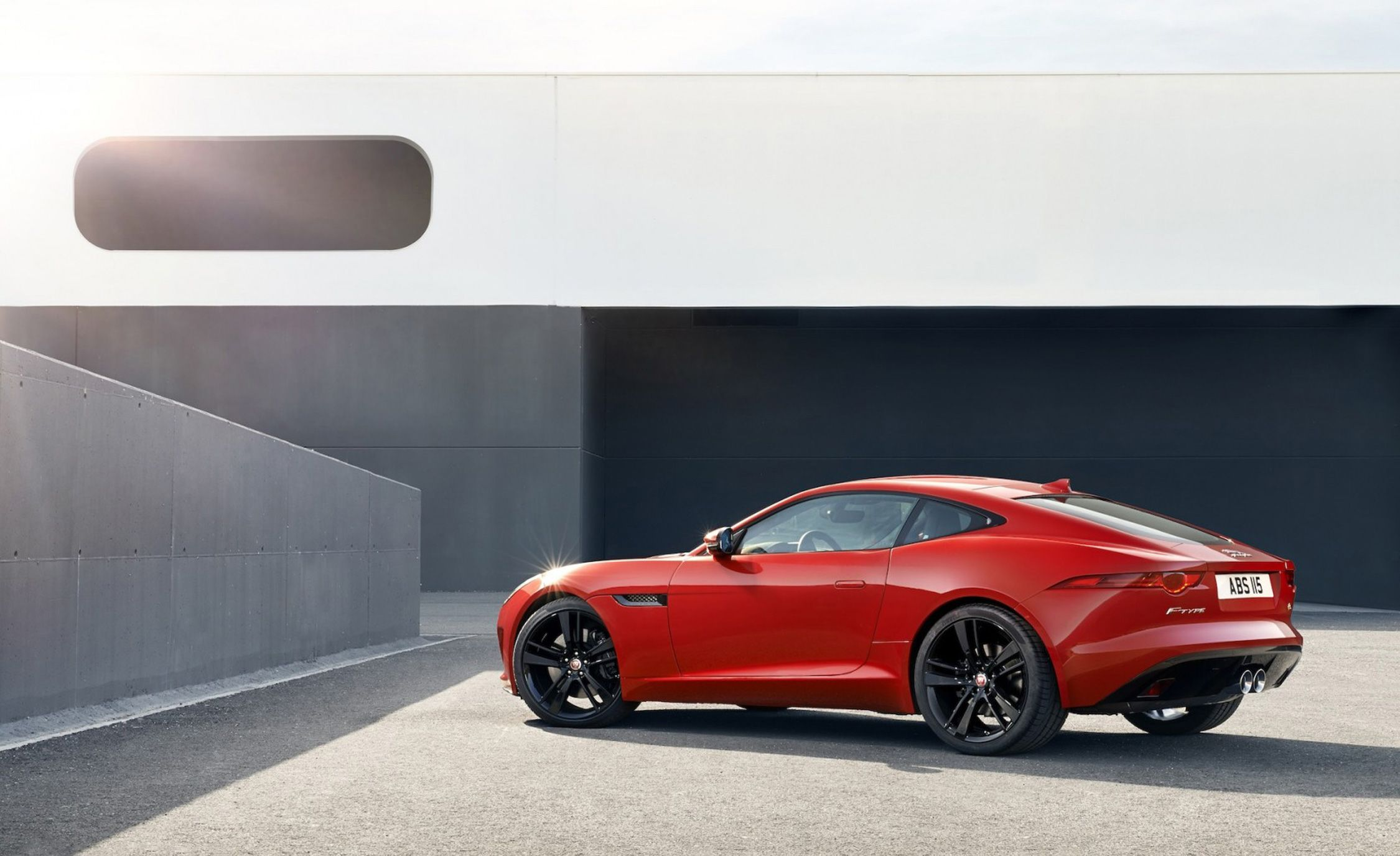 https://hips.hearstapps.com/amv-prod-cad-assets.s3.amazonaws.com/wp-content/uploads/2014/12/2015-jaguar-f-type-r-coupe-photo-588096-s-1280x7821.jpg