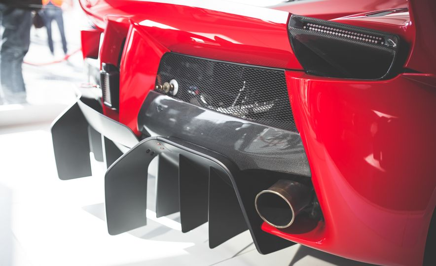 11 Things You Have to Know About Ferrari's Insaniac FXX K Hypercar - Slide 11