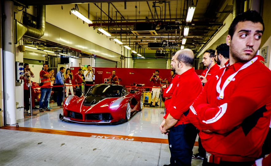 11 Things You Have to Know About Ferrari's Insaniac FXX K Hypercar - Slide 8