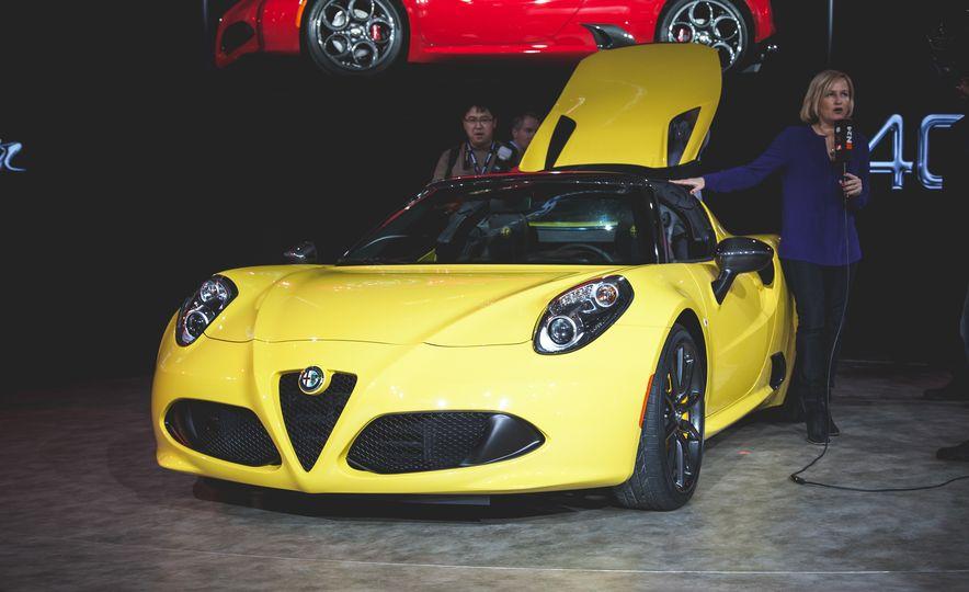 2015 Alfa Romeo 4C Spyder - Slide 1