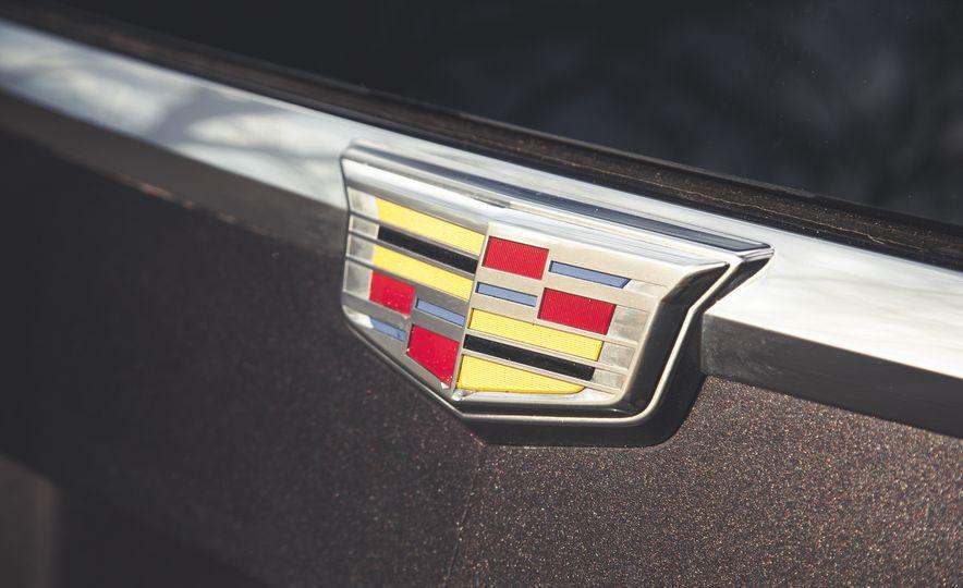2015 Cadillac Escalade Premium - Slide 18