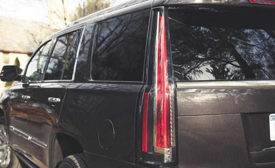 2015 Cadillac Escalade Premium - Slide 19