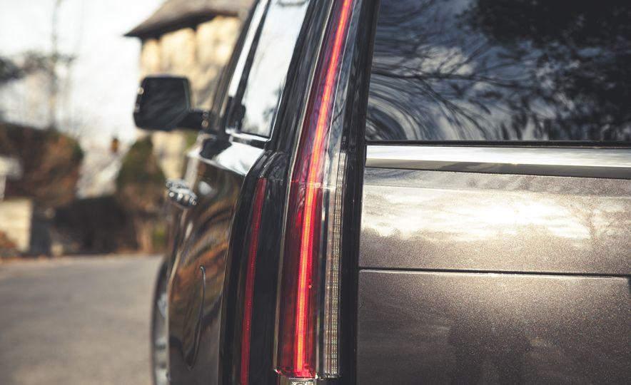 2015 Cadillac Escalade Premium - Slide 20