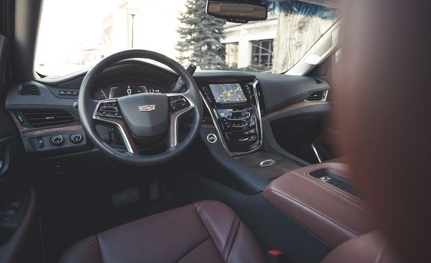 2015 Cadillac Escalade Premium - Slide 22