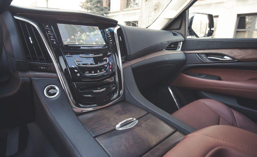 2015 Cadillac Escalade Premium - Slide 29