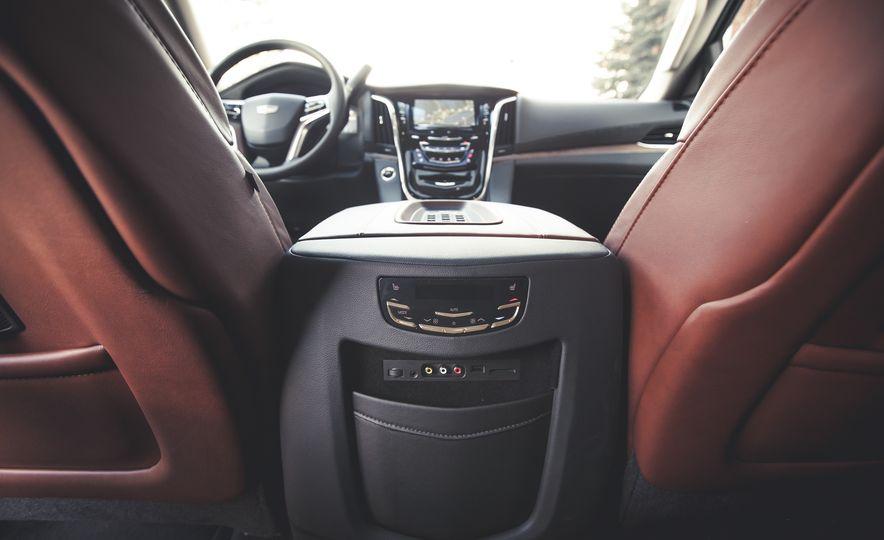 2015 Cadillac Escalade Premium - Slide 30