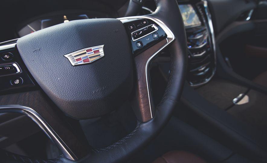 2015 Cadillac Escalade Premium - Slide 31