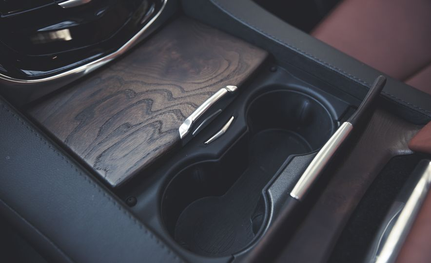 2015 Cadillac Escalade Premium - Slide 37