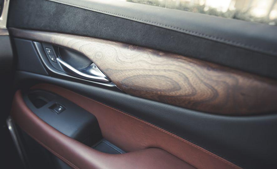 2015 Cadillac Escalade Premium - Slide 39