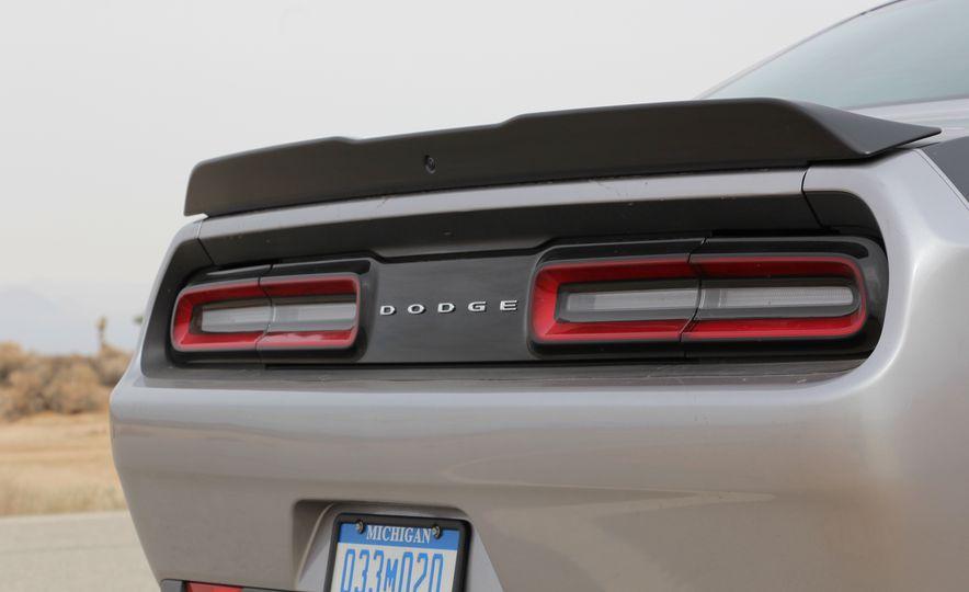2015 Dodge Challenger R/T Scat Pack - Slide 18