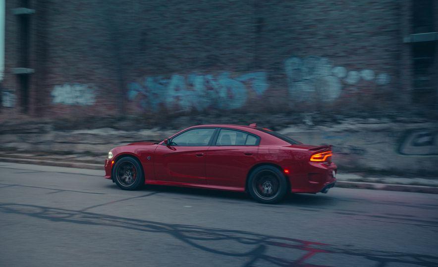 2015 Dodge Charger SRT Hellcat - Slide 2