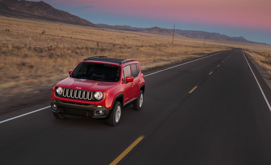 2015 Jeep Renegade Trailhawk and Latitude Models - Slide 7