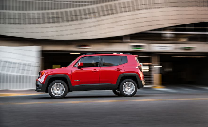 2015 Jeep Renegade Trailhawk and Latitude Models - Slide 9
