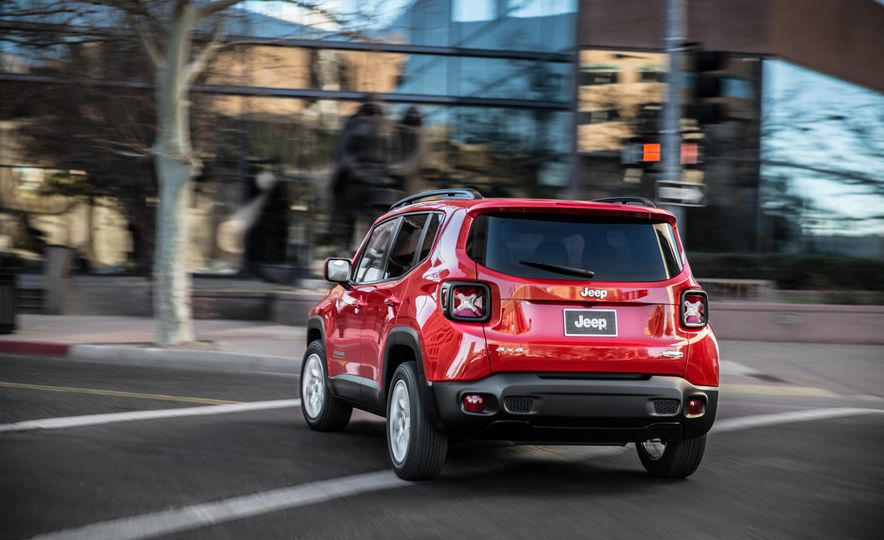 2015 Jeep Renegade Trailhawk and Latitude Models - Slide 10