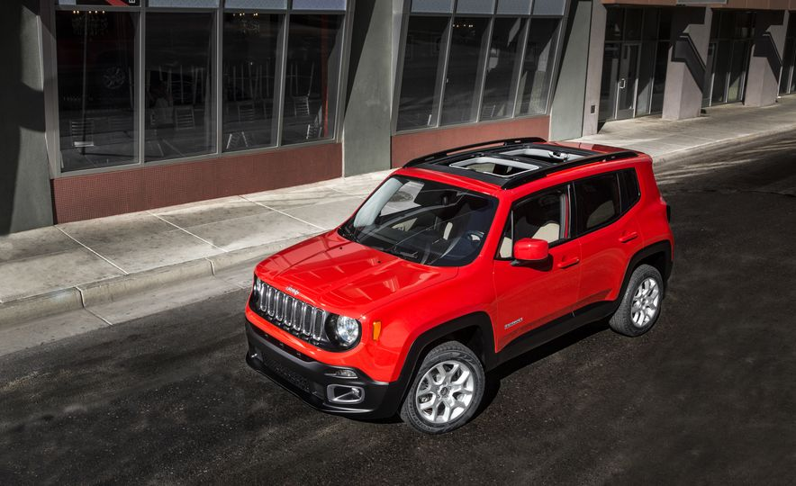 2015 Jeep Renegade Trailhawk and Latitude Models - Slide 13