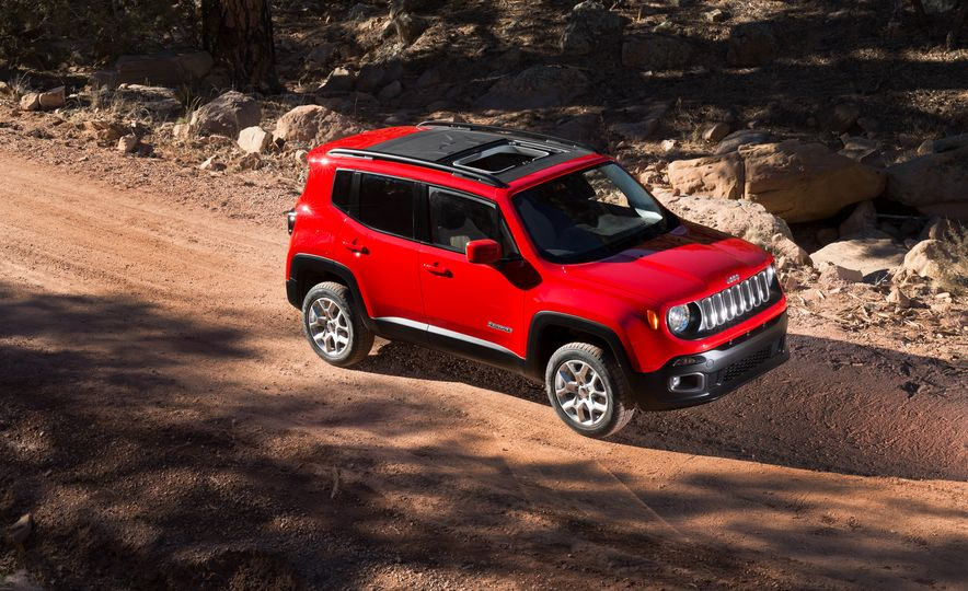 2015 Jeep Renegade Trailhawk and Latitude Models - Slide 17