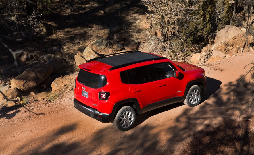2015 Jeep Renegade Trailhawk and Latitude Models - Slide 18