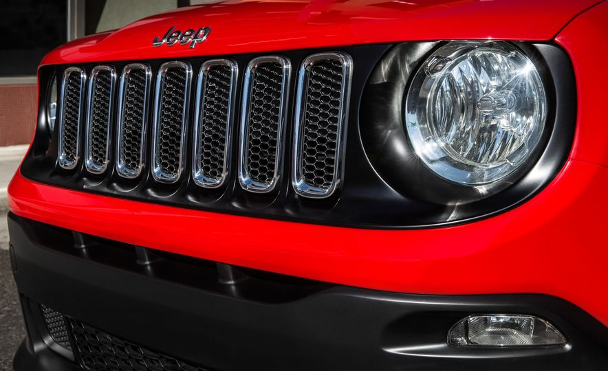 2015 Jeep Renegade Trailhawk and Latitude Models - Slide 19