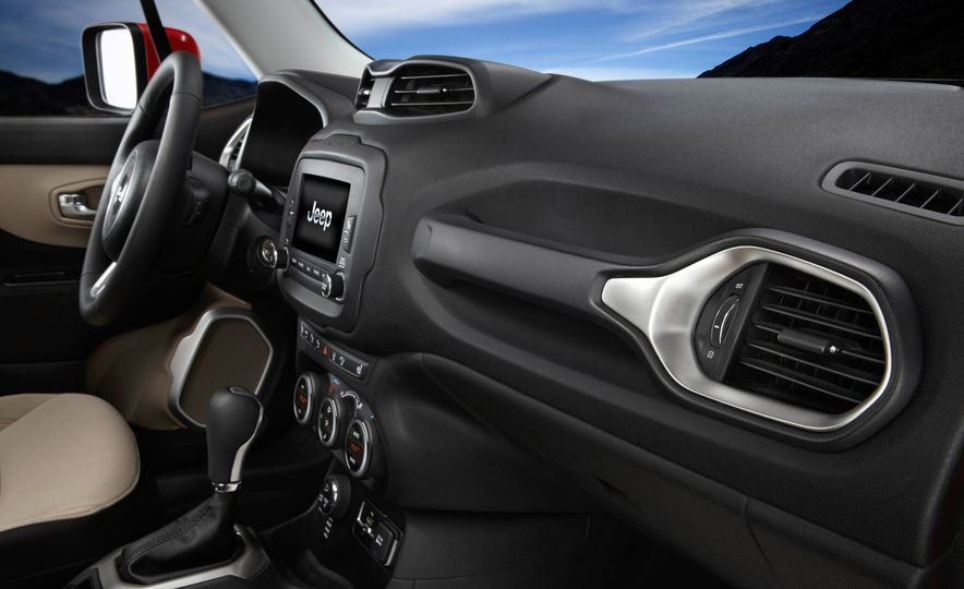 2015 Jeep Renegade Trailhawk and Latitude Models - Slide 21