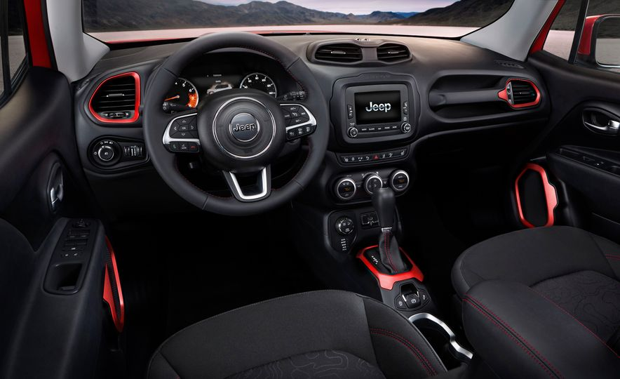 2015 Jeep Renegade Trailhawk and Latitude Models - Slide 22