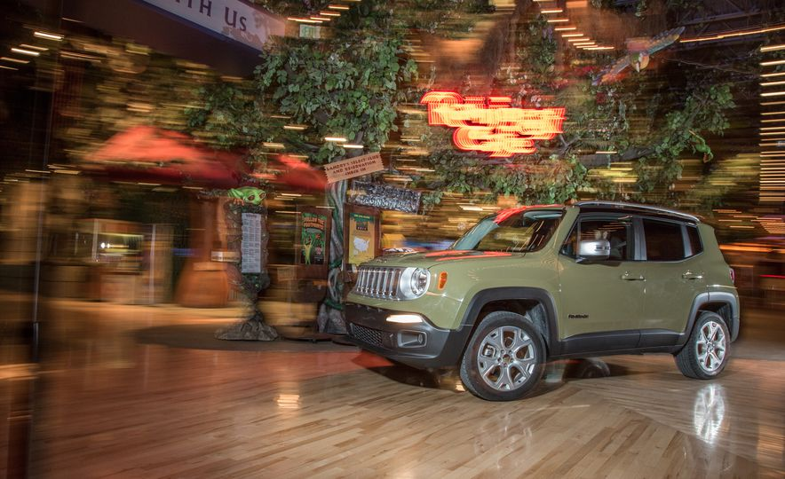2015 Jeep Renegade Limited 4x4 - Slide 5