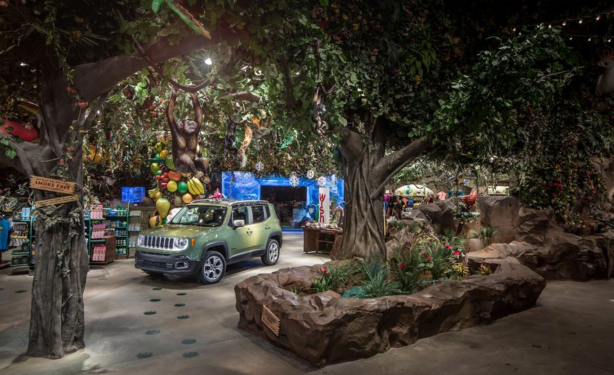 2015 Jeep Renegade Limited 4x4 - Slide 6