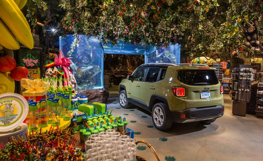 2015 Jeep Renegade Limited 4x4 - Slide 7