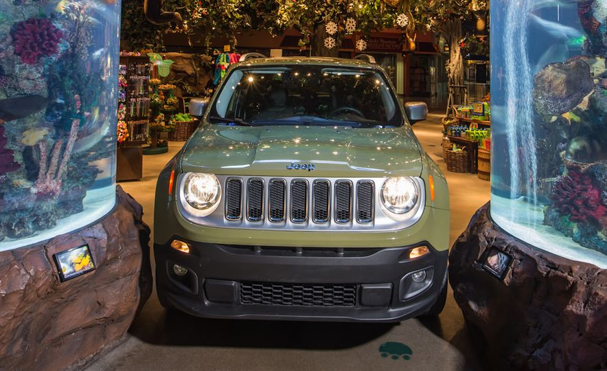 2015 Jeep Renegade Limited 4x4 - Slide 8