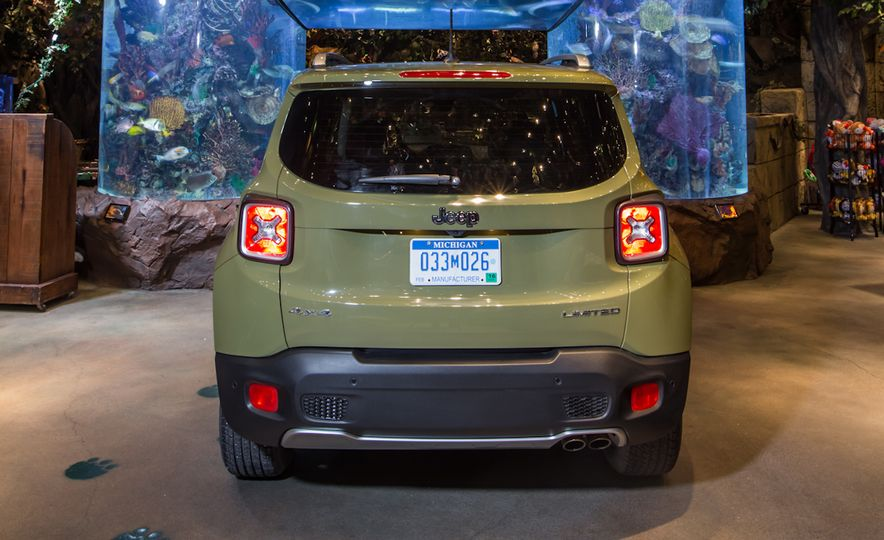 2015 Jeep Renegade Limited 4x4 - Slide 9
