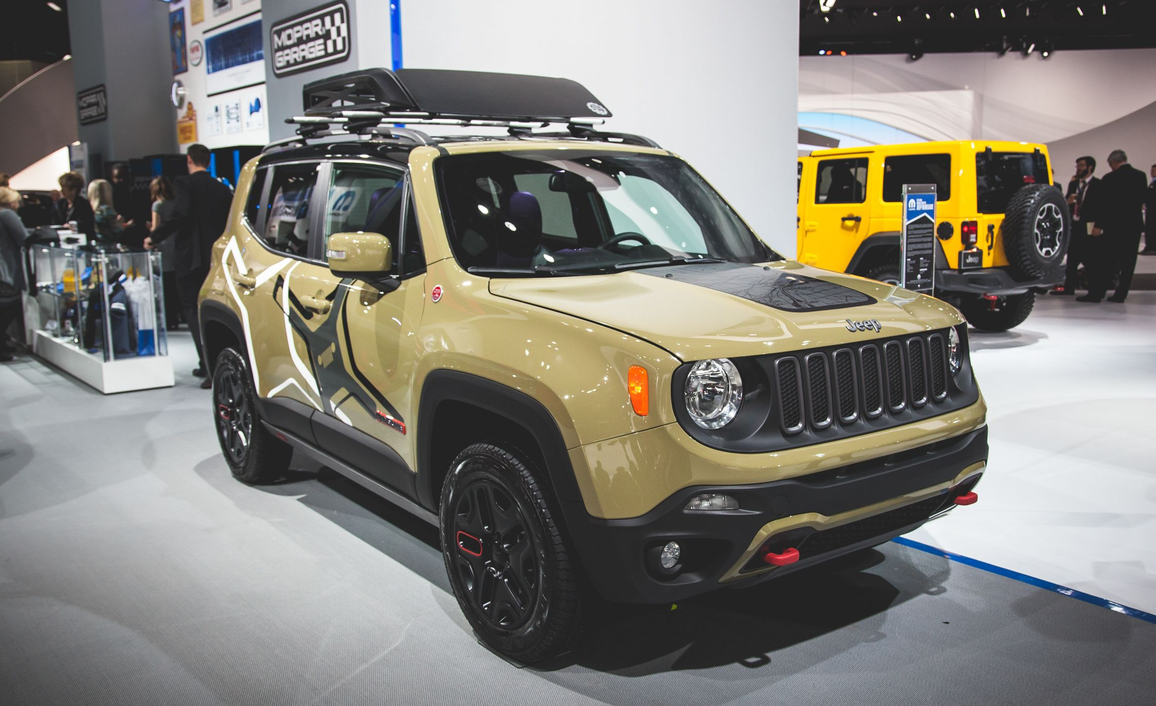 Très 2015 Jeep Renegade Pictures | Photo Gallery | Car and Driver WV23