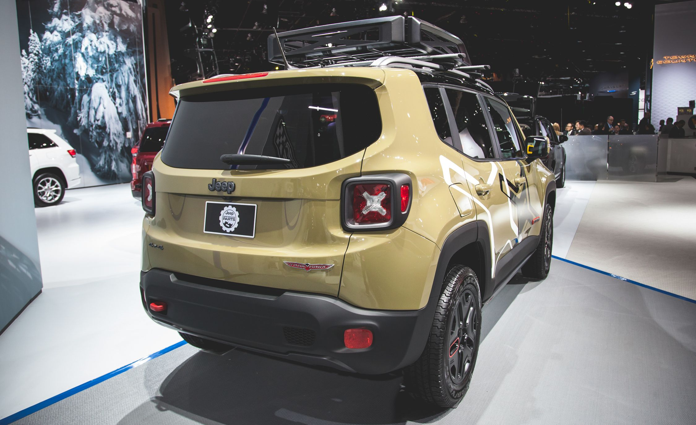 Connu 2015 Jeep Renegade Pictures | Photo Gallery | Car and Driver QR21