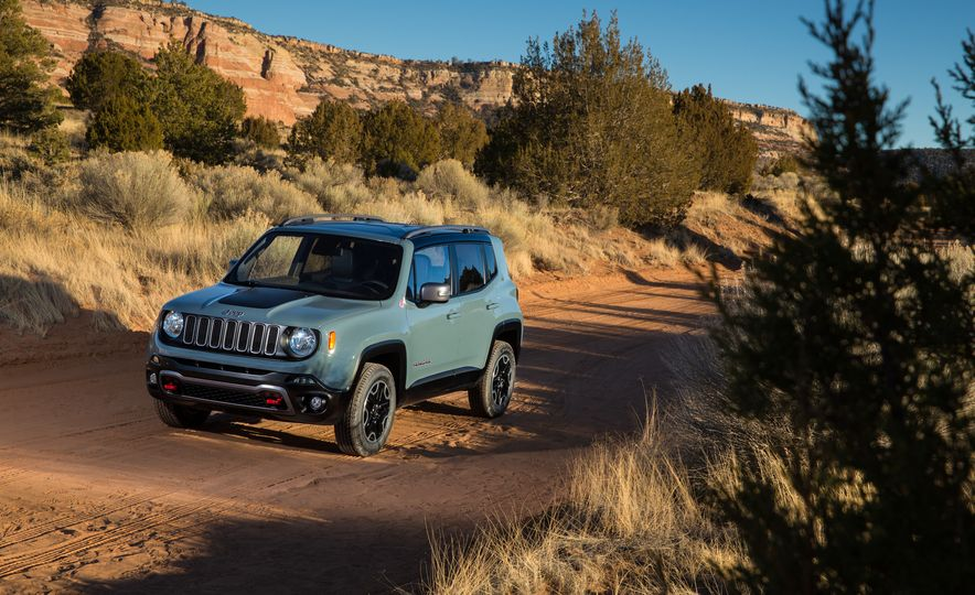 2015 Jeep Renegade Trailhawk and Latitude Models - Slide 26