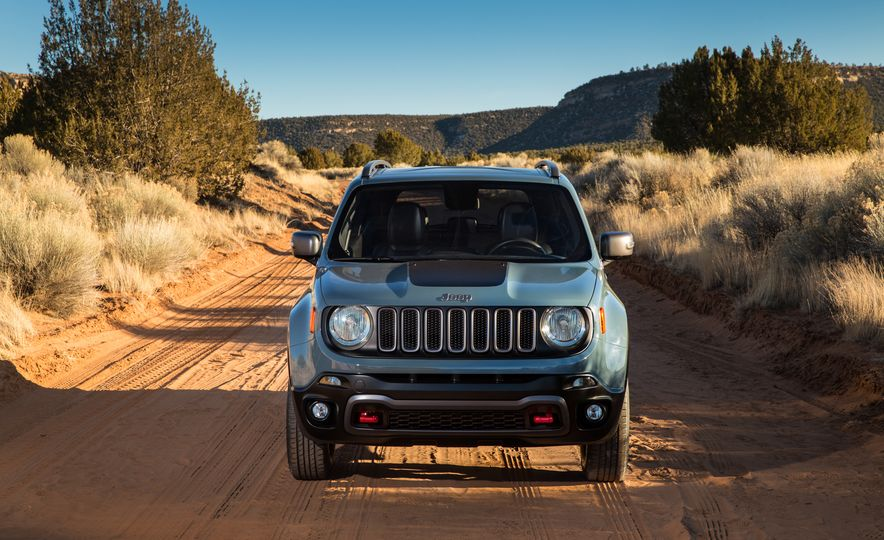2015 Jeep Renegade Trailhawk and Latitude Models - Slide 27