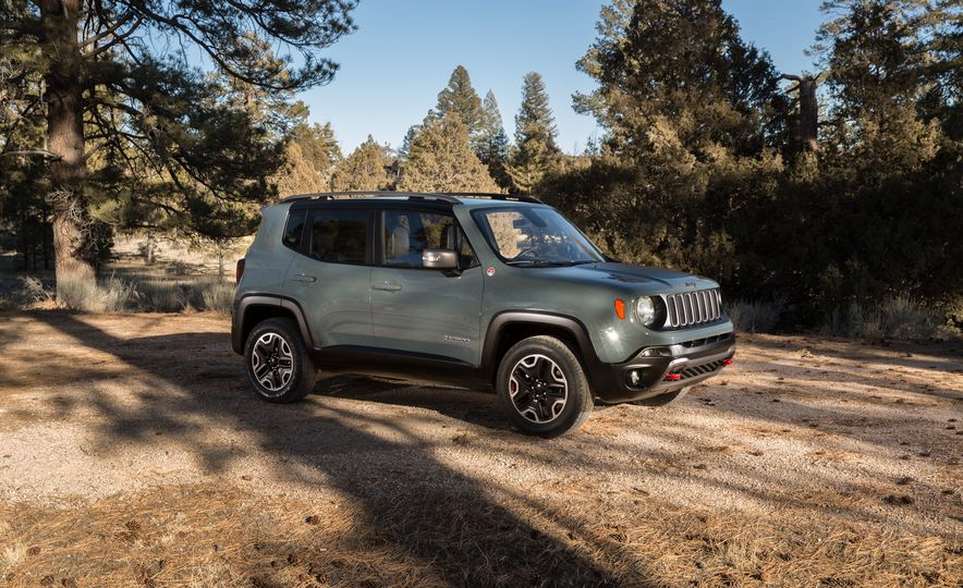 2015 Jeep Renegade Trailhawk and Latitude Models - Slide 29