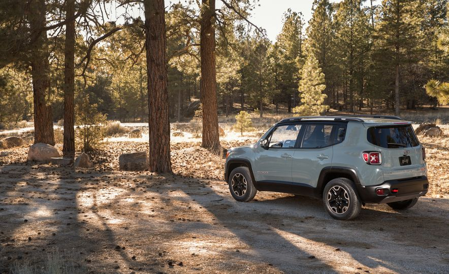 2015 Jeep Renegade Trailhawk and Latitude Models - Slide 30