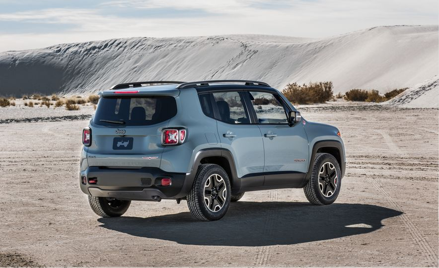 2015 Jeep Renegade Trailhawk and Latitude Models - Slide 33