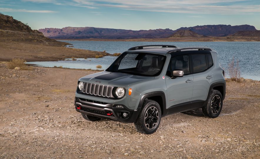 2015 Jeep Renegade Trailhawk and Latitude Models - Slide 34