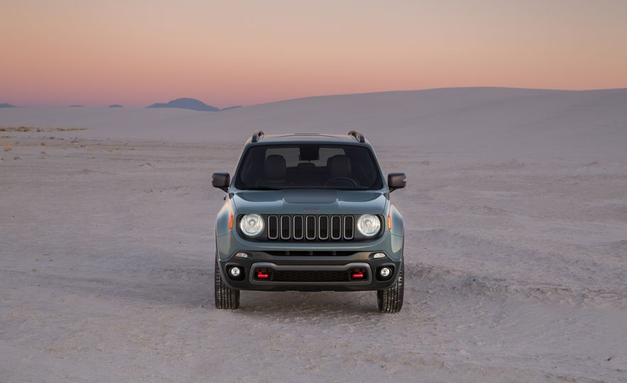 2015 Jeep Renegade Trailhawk and Latitude Models - Slide 35