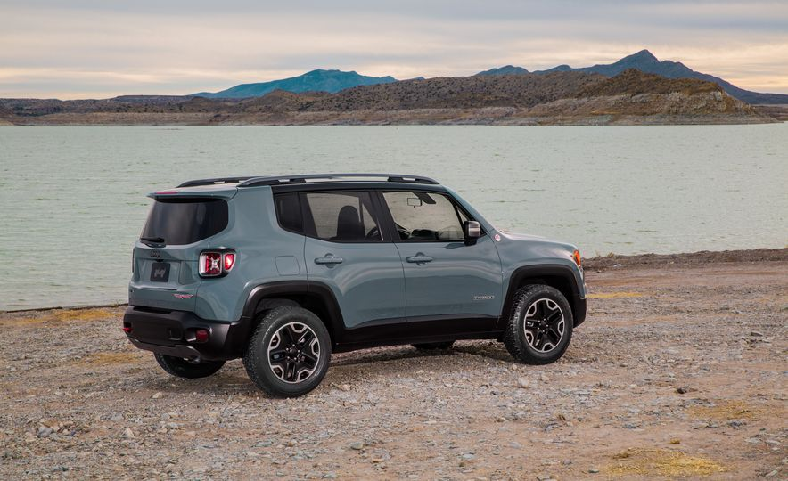 2015 Jeep Renegade Trailhawk and Latitude Models - Slide 37