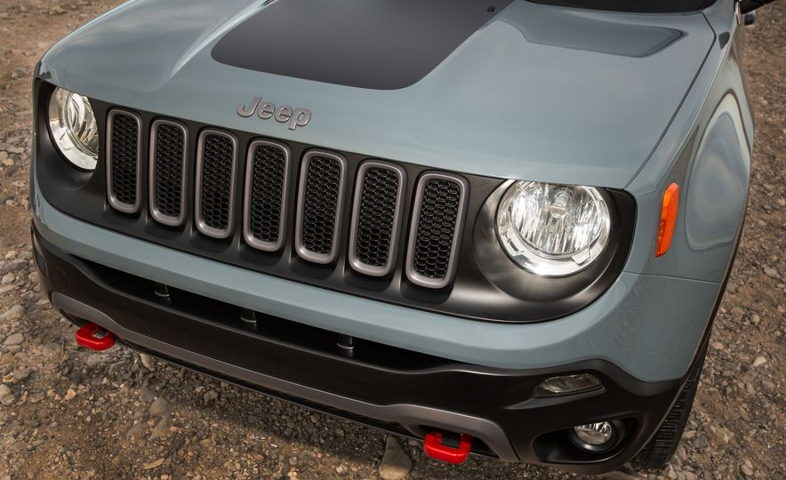 2015 Jeep Renegade Trailhawk and Latitude Models - Slide 39