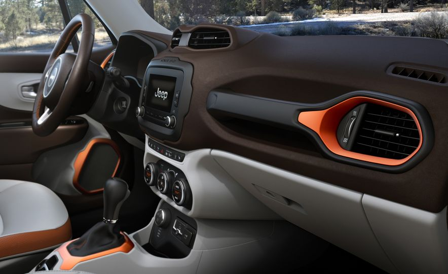 2015 Jeep Renegade Trailhawk and Latitude Models - Slide 43