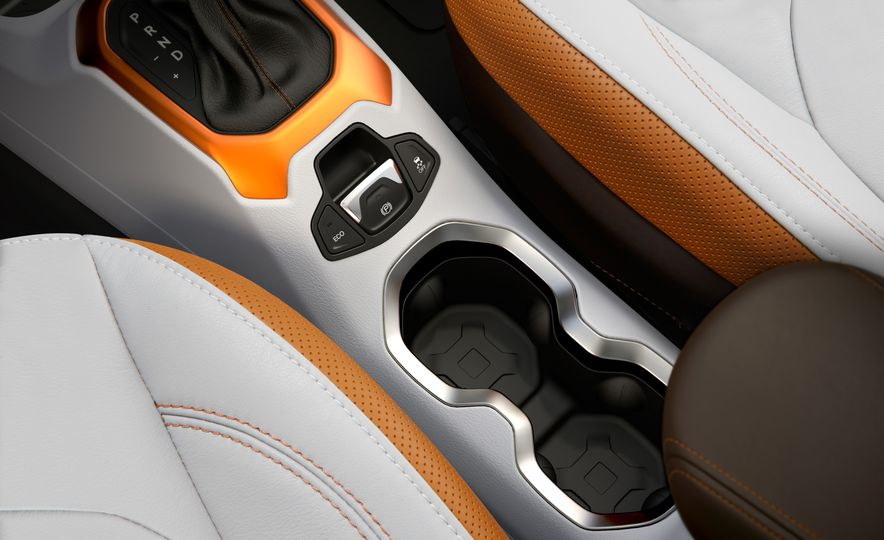 2015 Jeep Renegade Trailhawk and Latitude Models - Slide 44